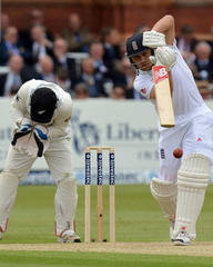 Jonathan Trott defends dull England as New Zealand dominate first day