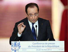 Hollande vows to 'go on offensive', push euro government