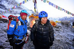 Japan man, 80, starts Mount Everest ascent
